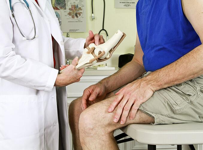 doctor explaining knee pain